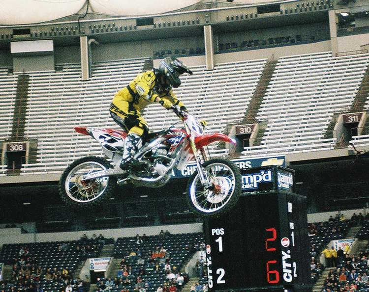LaRocco in Practice at his last 2006 RCA Dome THQ AMA Supercross